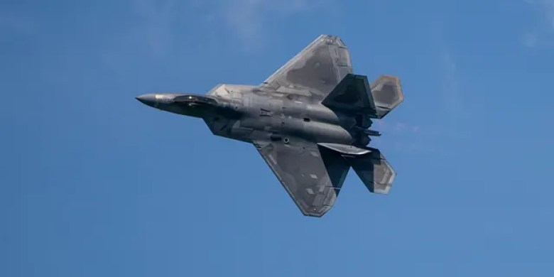 A U.S. Airforce F-22 Raptor with the 154th Wing, Hawaii Air National Guard, conducts an aerial demonstration during the Singapore Airshow 2020 near Changi Exhibition Center, Republic of Singapore, Feb. 15, 2020. (U.S. Marine Corps photo by Staff Sgt. Vitaliy Rusavskiy)