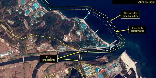 Ce mercredi 15 avril 2020, image satellite fournie par Airbus Defence & amp;  L'espace et annoté par 38 North, un site Web spécialisé dans les études sur la Corée du Nord, montre un aperçu du complexe Wonsan à Wonsan, en Corée du Nord.  De récentes photos satellites montrent qu'un train appartenant probablement au leader nord-coréen Kim Jong Un a été repéré.
