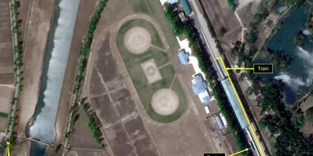 Le train du leader nord-coréen Kim Jong Un est stationné à la gare de Leadership desservant son complexe de Wonsan depuis au moins le 21 avril, a indiqué samedi le site Web 38 North.