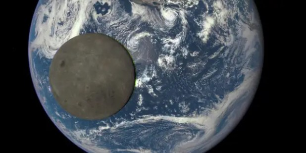The composition of the near side of the Moon is strangely different from that of the far side, and scientists believe they finally understand why.  (NASA / NOAA)