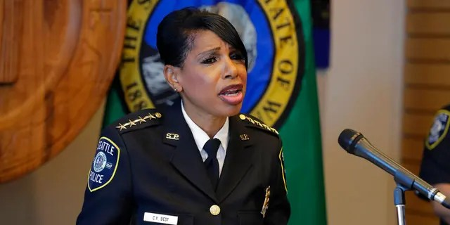 Seattle Police Chief Carmen Best speaks to reporters, Aug. 11, 2020. (Asociated Press)