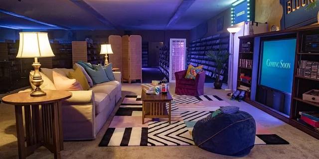 Le salon de Bend's Blockbuster sera soigneusement nettoyé entre les invités.