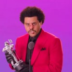 The Weeknd appears at VMAs appearing looking like he broke his nose
