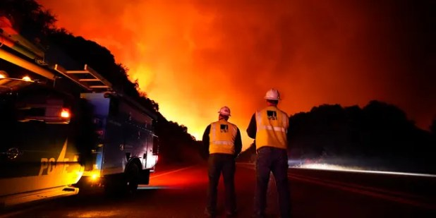 Pacific Gas and Electric Workers stand as Creek Fire Advance on Tuesday at Highway 168, near Sept 8, 2020, Elder Springs, California.  (AP Photo / Marcio Jose Sanchez)