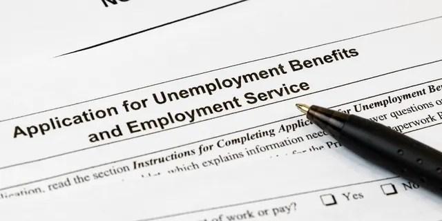 Selon un rapport, les autorités ont arrêté le rappeur Nuke Bizzle pour avoir demandé frauduleusement plus de 1,2 million de dollars de prestations de chômage.