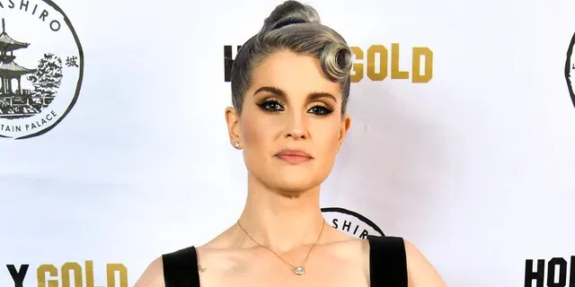 Kelly Osbourne denied getting plastic surgery on her face.