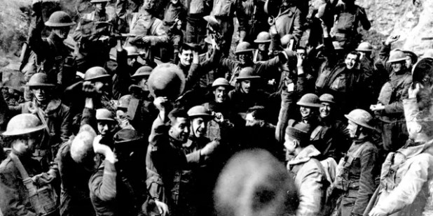 In November 1918, US troops cheered after hearing the news of the signing of the ceasefire that ended World War I.  They are located in the northeast of St. Mihiel, France.  A similar celebration took place in all places where the Americans were in a state of objection.  (AP photo)