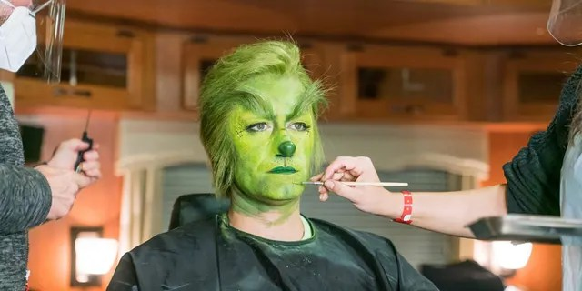 Matthew Morrison transforms into a grumpy green character.  Several Twitter users joked about her appearance because the role had given them 'nightmares'.