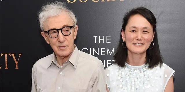 Woody Allen and Soon-Yi Previn Ne 'Ellen Wei.  Talked after the premiere of 'Farrow'.