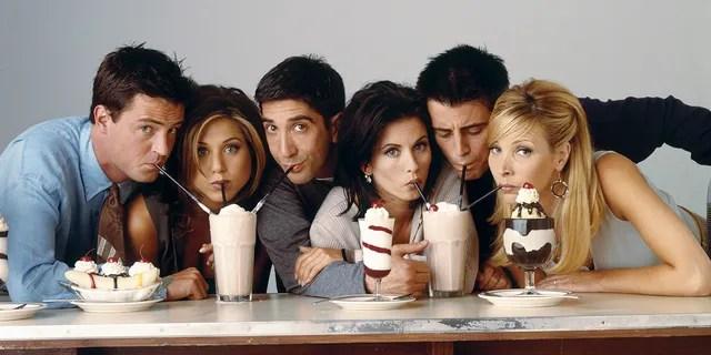 'Friends' cast: (l-r) Matthew Perry as Chandler Bing, Jennifer Aniston as Rachel Green, David Schwimmer as Ross Geller, Courteney Cox as Monica Geller, Matt Le Blanc as Joey Tribbiani, Lisa Kudrow as Phoebe Buffay in 'Friends', circa 1995.