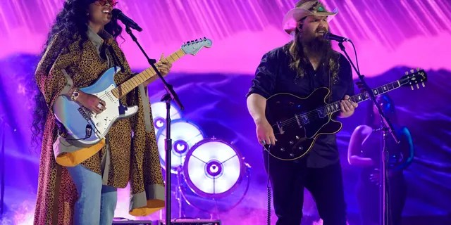H.E.R. and Chris Stapleton perform onstage for the 2021 CMT Music Awards at Bridgestone Arena on June 09, 2021 in Nashville, Tennessee. (Photo by Erika Goldring/Getty Images for CMT)