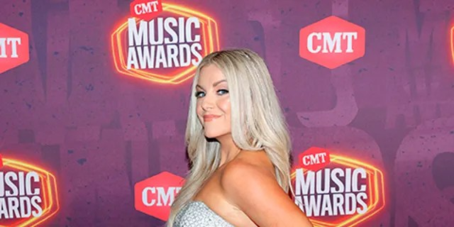 Lindsay Ell wore a cast to the CMT Music Awards after breaking her foot while chasing her dog. (Photo by Jason Kempin/Getty Images for CMT)