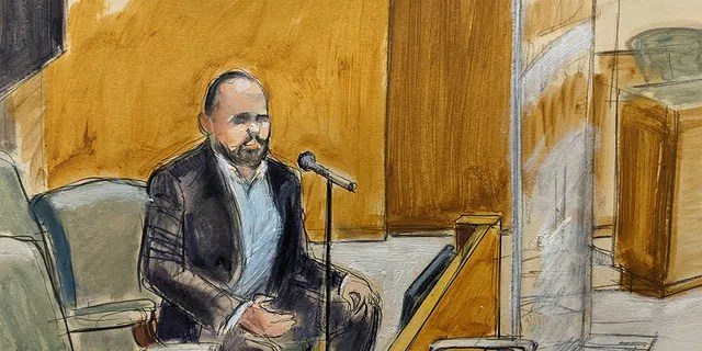 """In this courtroom artist's sketch, former R. Kelly employee Tom Arnold testifies at the R&B star's trial in New York, Thursday, Aug. 19, 2021. The 54-year-old Kelly has repeatedly denied accusations that he preyed on several alleged victims during a 30-year career highlighted by his mega hit """"I Believe I Can Fly.""""(AP Photo/Elizabeth Williams)"""