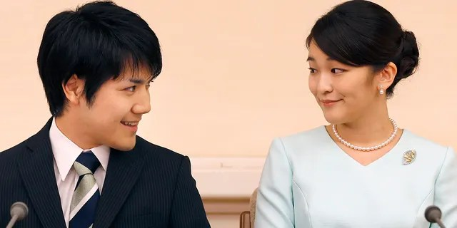 Princess Mako (R), the eldest daughter of Prince Akishino and Princess Kiko, and Kei Komuro (L), smile during a press conference to announce their engagement at the Akasaka East Residence in Tokyo on Sept. 3, 2017.