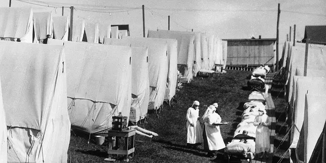 1918: Nurses care for victims of the Spanish influenza pandemic among canvas tents during an outdoor fresh air treat, Lawrence, Massachusetts.  (Photo by Hulton Archive/Getty Images)