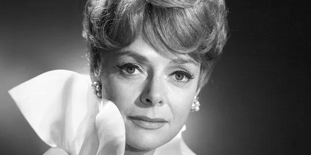 June Lockhart starred as Maureen Robinson.