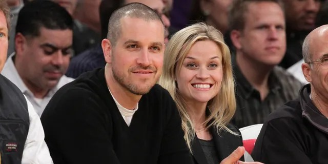 Jim Toth (L) and Reese Witherspoon attend a game between the Detroit Pistons and the Los Angeles Lakers at Staples Center on January 4, 2011 in Los Angeles, California.