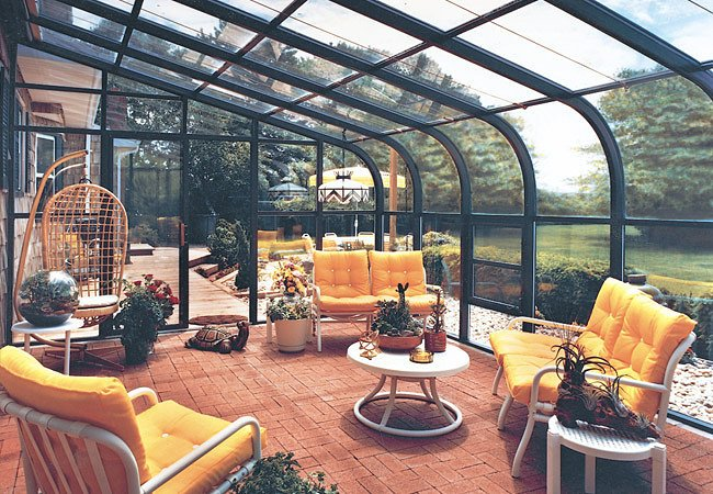 20 Bright and Breezy Sunrooms Perfect for Summer