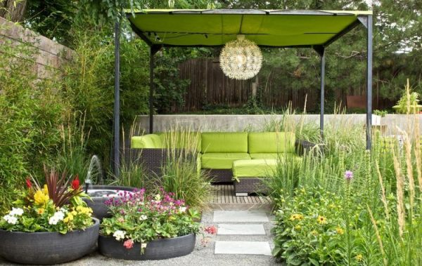 beautiful yards with outdoor