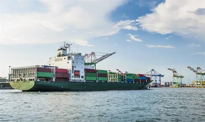 Aterrador: un barco se derrumbó en el puerto del Canal 7