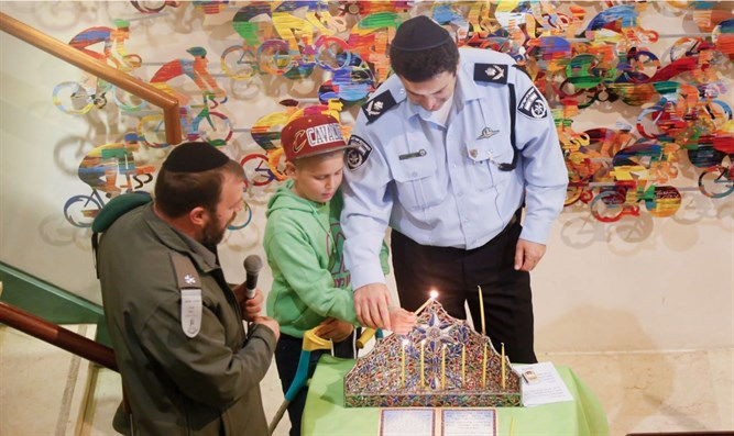 Jerusalem police light candles with Or Menachem
