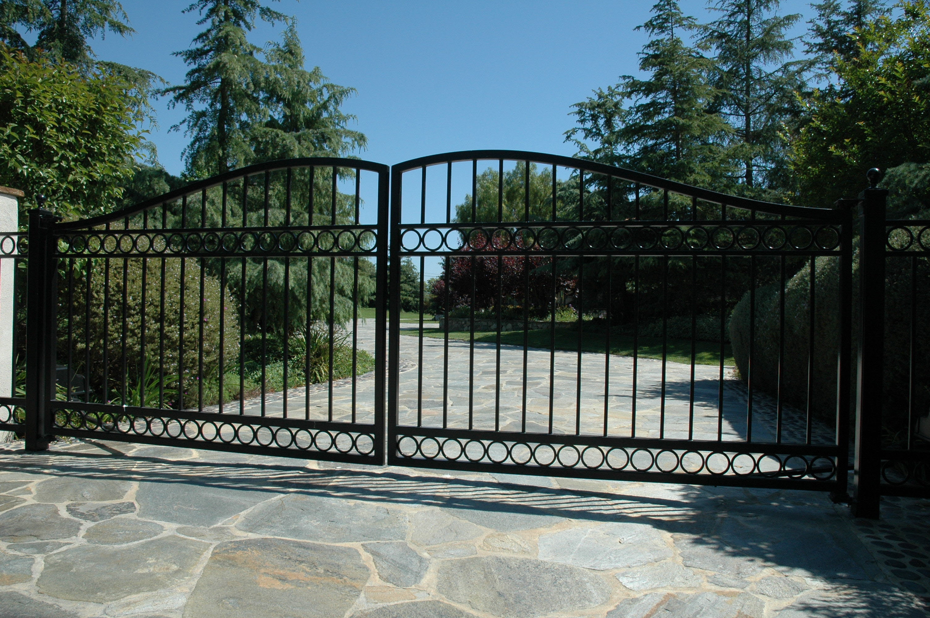 Wrought Iron Gates: Gate Photos - Wrought Iron, Wood & Iron Gates.