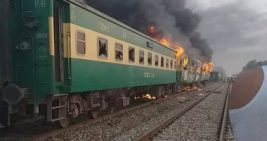 """عشرات القتلى في """"قطار باكستان""""بسبب وجبة إفطار"""