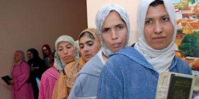 مطلوب 16 ألف مغربية للعمل في حقول الفراولة وهذا هو موعد عملية الإنتقاء