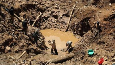 الكونغو الديموقراطية..مصرع 24 شخصا في انهيار منجم للذهب