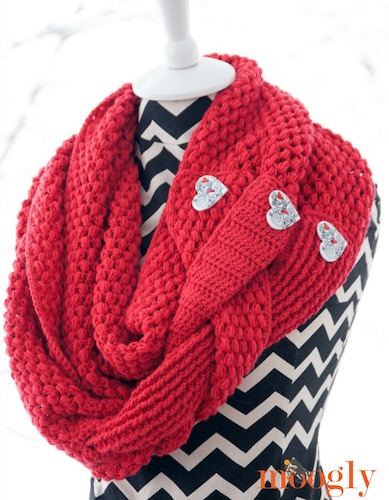 Pattern: Madly In Love Infinity Scarf from Moogly Blog valentine's free crochet patterns