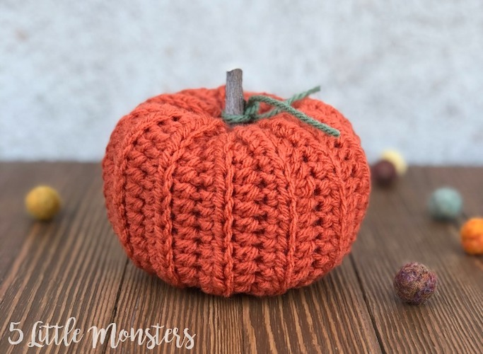Pattern: Easy Ribbed Crocheted Pumpkin from 5 Little Monsters