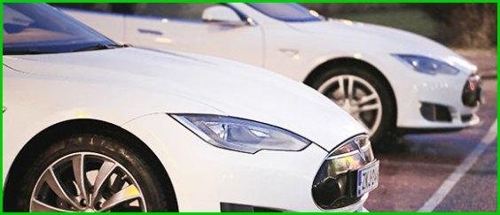 Tesla listet                                                     Ledersitze aus