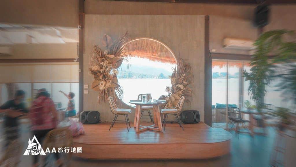 水灣餐廳榕堤一進門就是人氣最高的座位,這位置坐下會一直成為全場焦點
