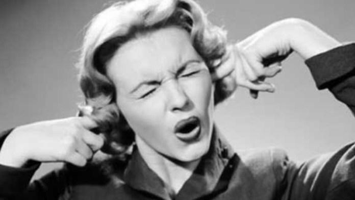 woman deaf sxolio