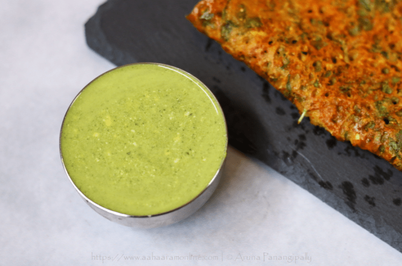 Dahiwali Pudina Chutney (Mint and Yogurt Dip)