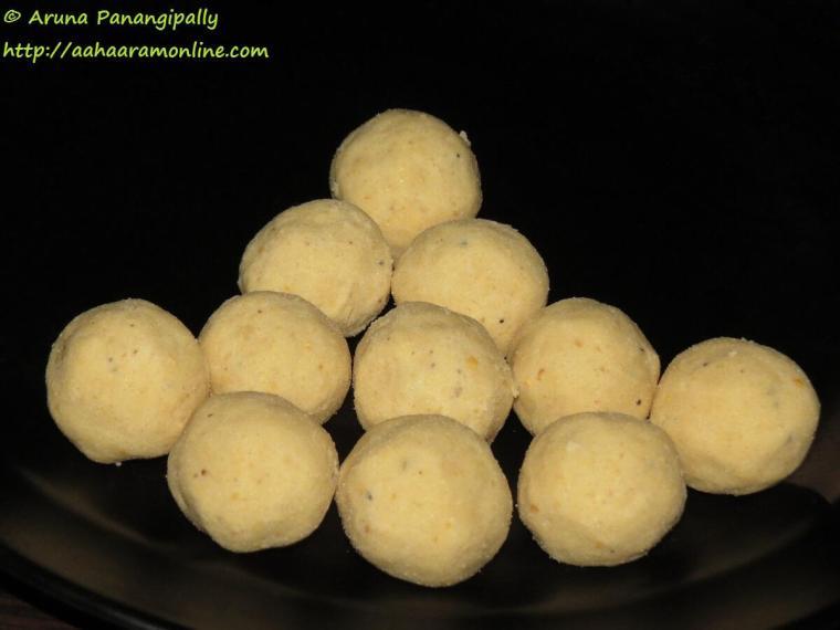 Maladu, Maa Laddu, Pottukadalai Urundai or Gulla Senaga Pappu Undalu