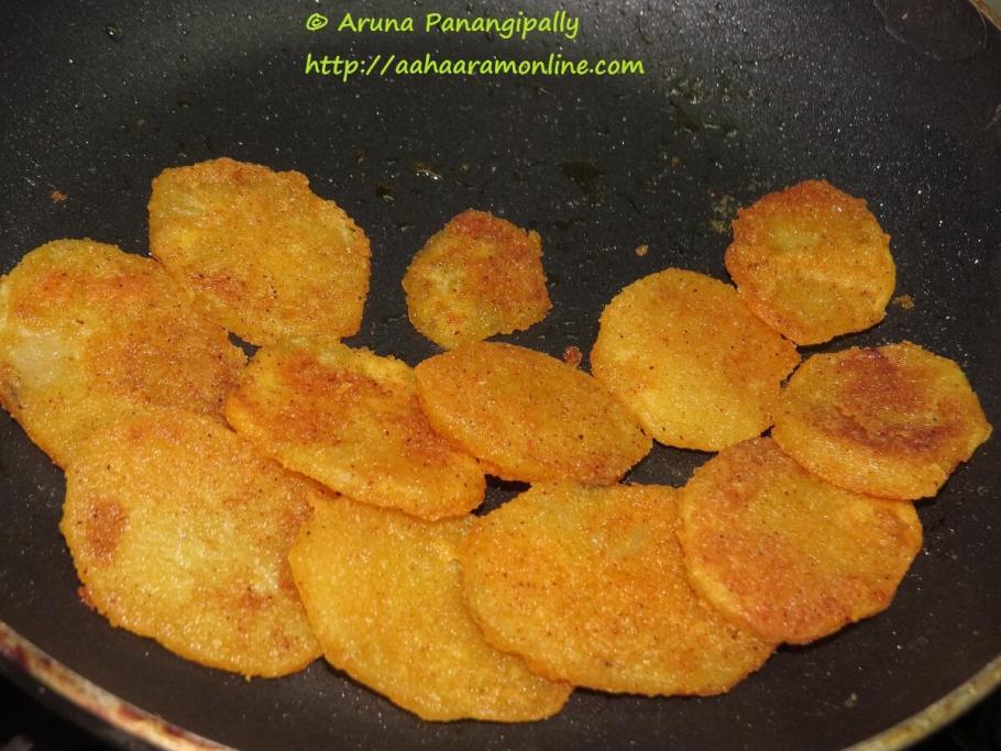 Batatyache Kaap - Maharashtrain Style Crispy Sliced Potatoes