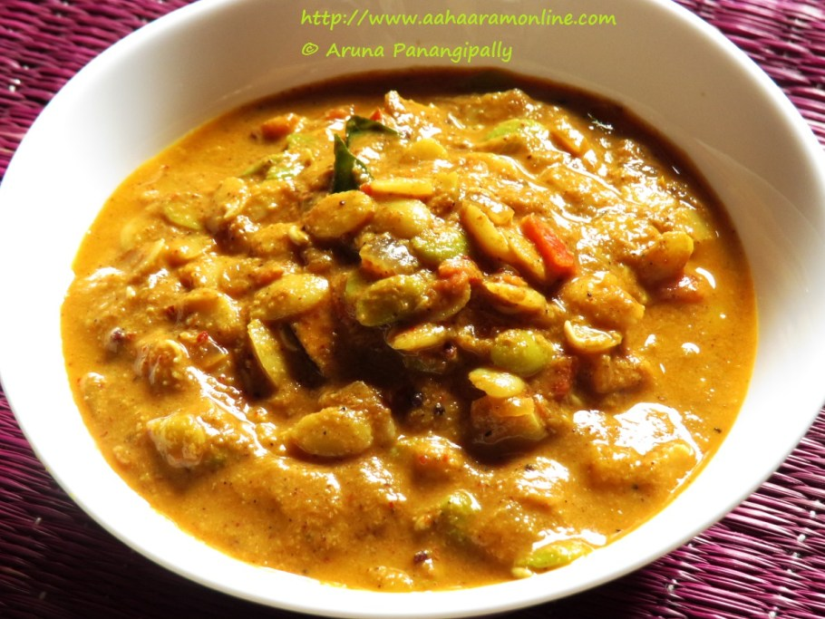 Hitikida Avarekalu Saaru: A Curry Made with Surti Papdi/Lilva Beans