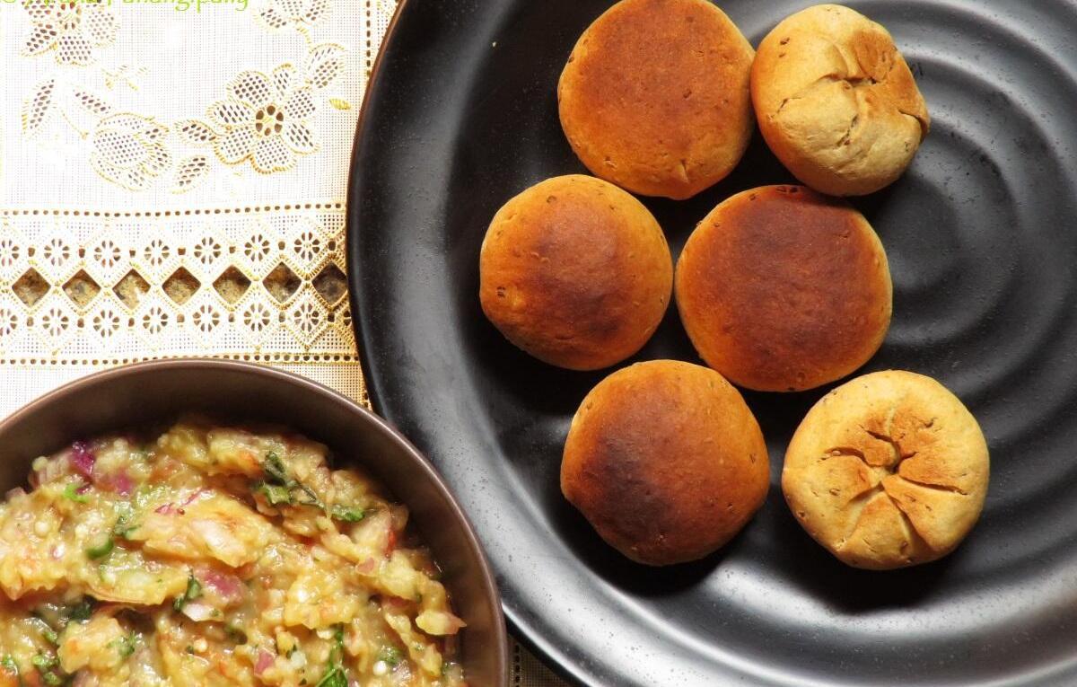 Bihari Litti Chokha | Baked, Stuffed Wheat Flour Balls Stuffed with a Spiced Mash of Potato, Aubergine, and Tomato