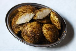 Karivepaku Podi Idli   Idlis Coated with Curry Leaves Powder