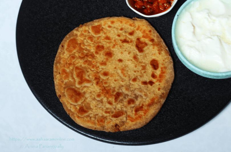 Kala Chana aur Pyaaz ke Parathe: Recipe by Himani Baid
