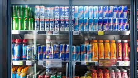 برطانیہ کا شہریوں کے موٹاپے سے نمٹنے کیلئے چپس، چاکلیٹ اور بوتلوں کی فروخت روکنے کا فیصلہ کر لیا: قانون سازی پر کام شروع