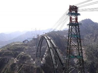 ہندوستان کا مقبوضہ کشمیر میں دریائے چناب پر دنیا کے بلند ترین پُل کا منصوبہ تکمیل کے قریب: بنیادی ڈھانچہ مکمل