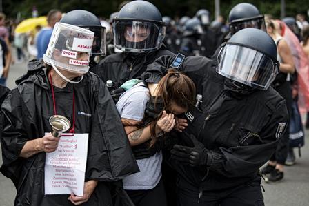 جرمنی: کورونا تالہ بندی کے خلاف پرتشدد مظاہرے، 600 گرفتار – ویڈیو