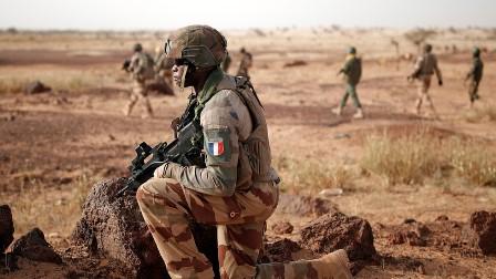 ہمارے پاس ثبوت ہیں کہ فرانسیسی فوج ہمارے ملک میں دہشت گردوں کو تربیت دے رہی ہے: مالی کے وزیراعظم مائیگا کا رشیا ٹوڈے کو انٹرویو