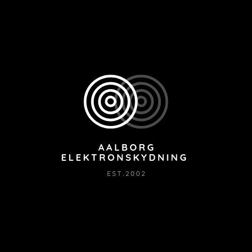 Klubbens logo 2 skydeskiver som fletter ind i hinanden og laver en skygge. Nedenunder står Aalborg Elektronskydning.