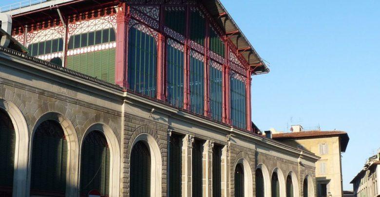 المعالم السياحية في مدينة فلورانسا هو أسواق ساحة ميركاتو