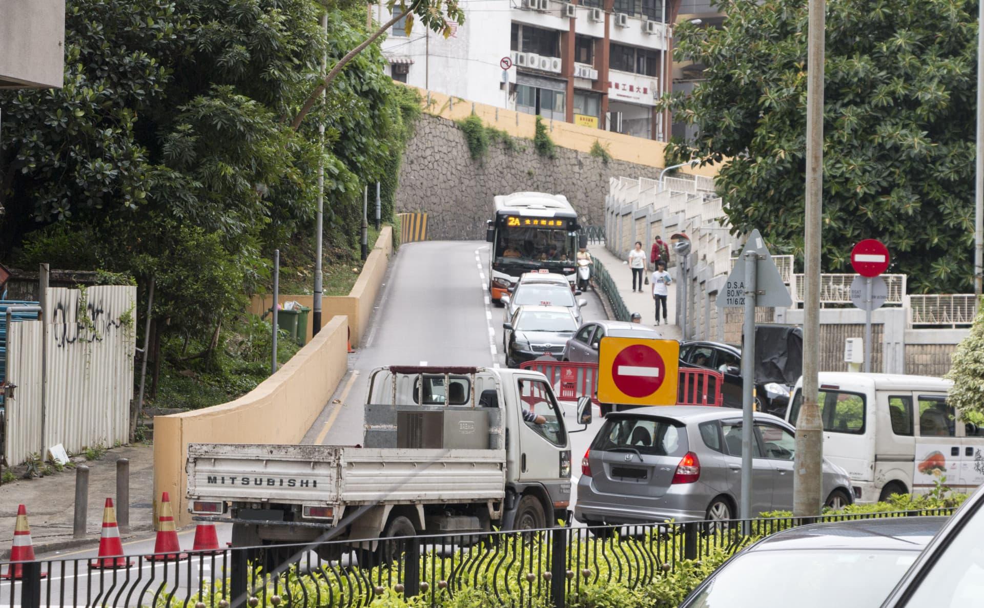 慕拉士新雅天橋啟用 交通更擠塞 : 論盡媒體 AllAboutMacau Media