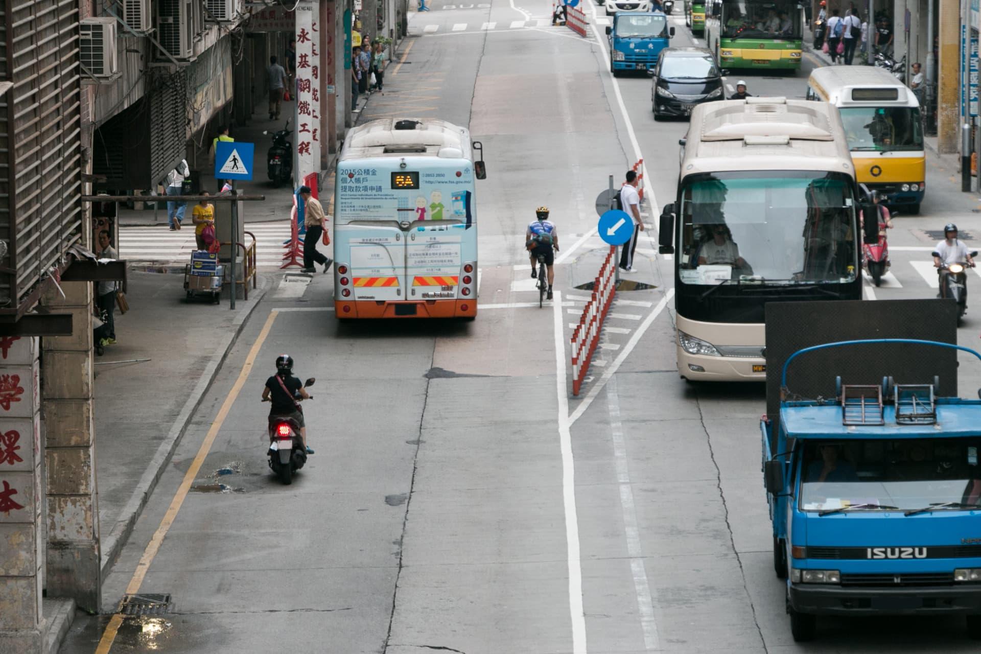 媽閣公交專道首日試行 誤闖者眾 交局:駕駛者看不清指示 : 論盡媒體 AllAboutMacau Media