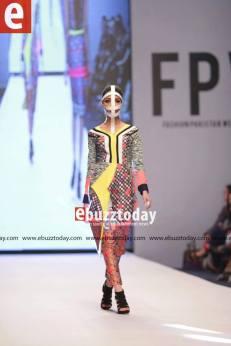 Tapu-Javeri-Fashion-Pakistan-Week-Season-6-fpw2014-ebuzztoday-110